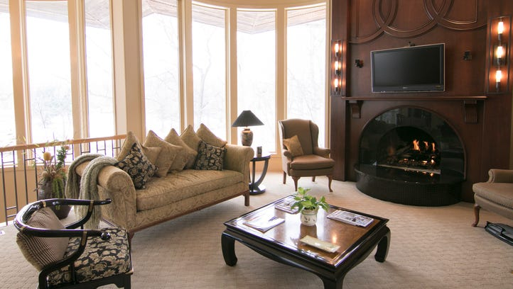 Cool Spaces: More than 140 windows enhance waterfront view from Livingston County home