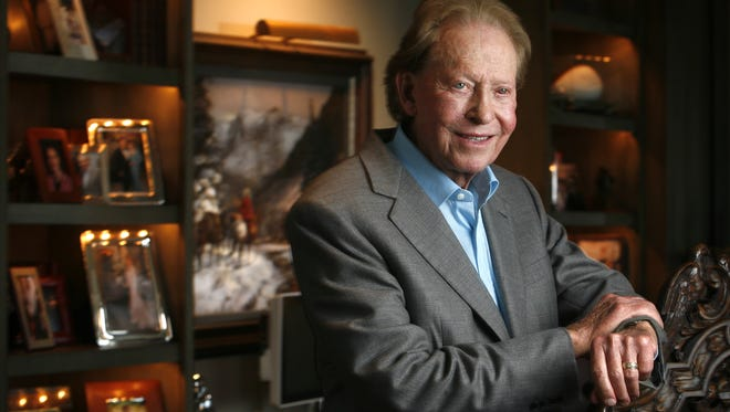 Dallas billionaire Harold Simmons photographed in his North Dallas office.