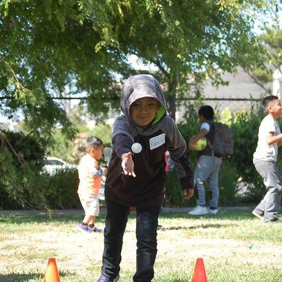 Invita organización sin fines de lucro a niños del Norte de Salinas a jugar