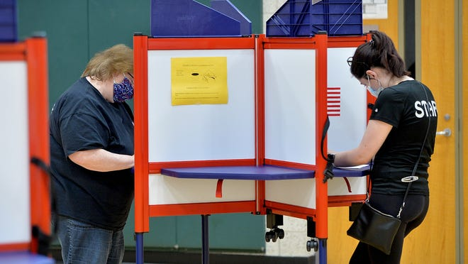 Ann Nicholson, left, and her daughter Erin voting Tuesday at the Lilja Elementary School polling station.