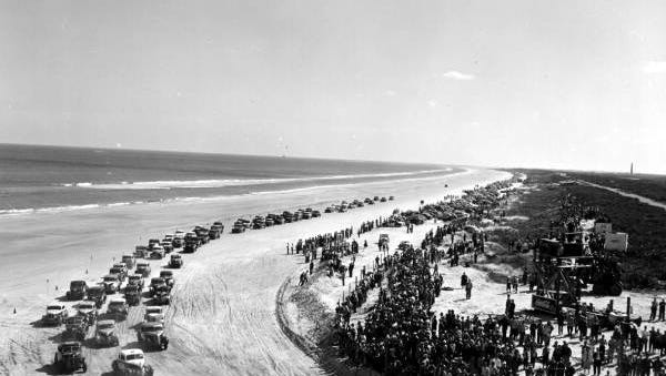 Stock car racing continued on Daytona Beach and Ormond Beach until 1958. This race was held in 1952.