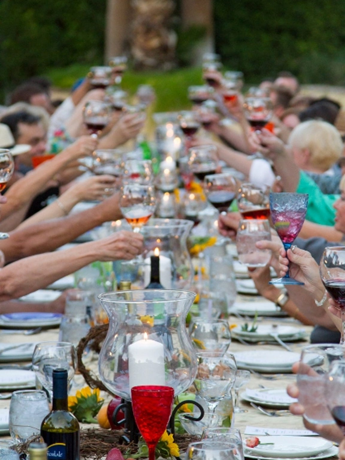 A group toast during PS Underground's Viaggio dinner