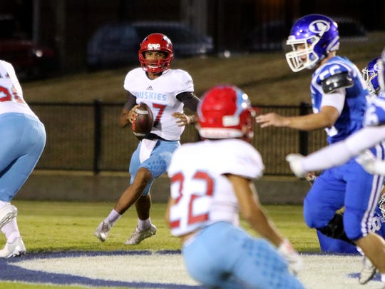 Hirschi's Mar'tez Vrana looks for an open receiver in the game against Decatur Friday, Oct. 20, 2017, in Decatur at Eagles Stadium.