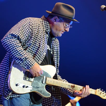 Vince Gill performs Saturday night at the Ohio University