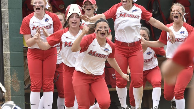 The Marist softball team reacts after Brittany Colombo's walkoff hit in MAAC final. May 14, 2016.