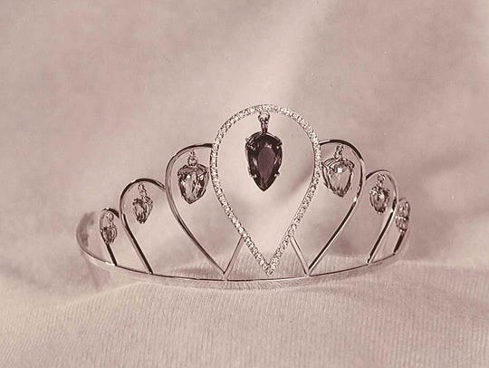 The tiara worn by Alice in Dairyland increases visibility