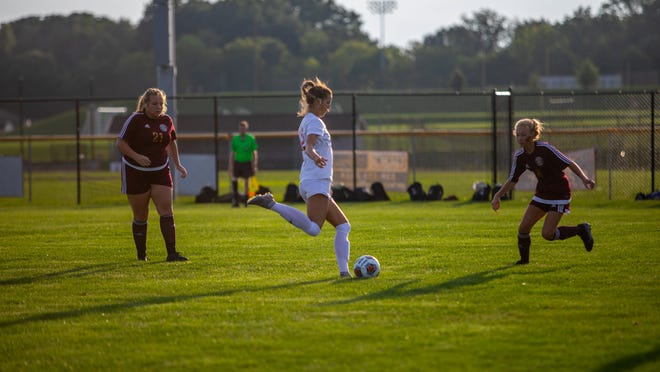 Roosevelt's Kassidy Fischer, center, passes up field during a 2019 contest against Stow.