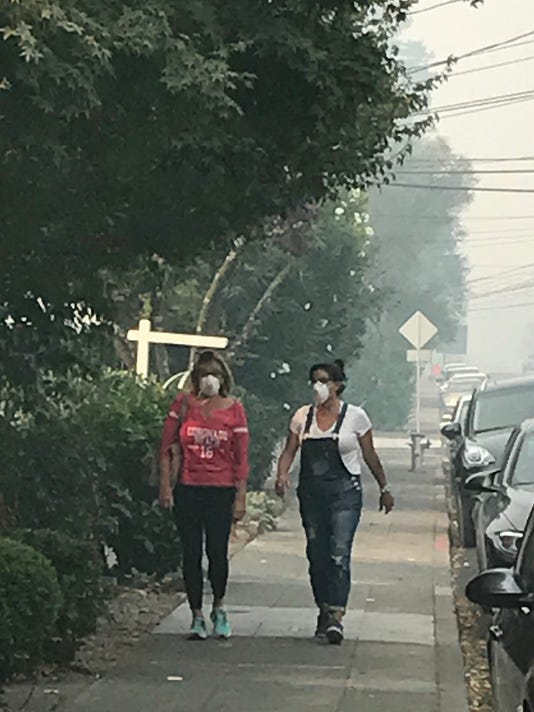 Napa_fires_women_in_masks