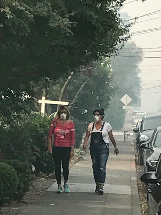 Napa_fires_women_in_masks