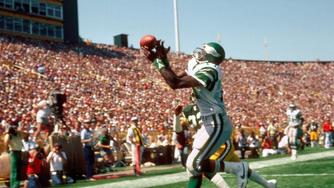 Eagles receiver Harold Carmichael in action during the 1983 preseason against the Packers at Lambeau Field in Green Bay, Aug. 20, 1983. (Tony Tomsic-USA TODAY NETWORK)