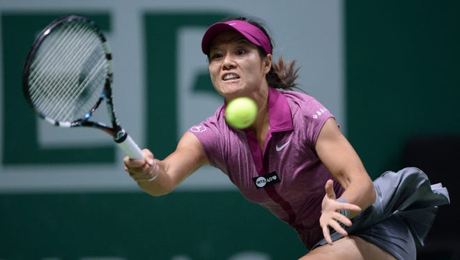 Li Na, shown in WTA Championships, advanced to the second around at the Shenzhen Open.