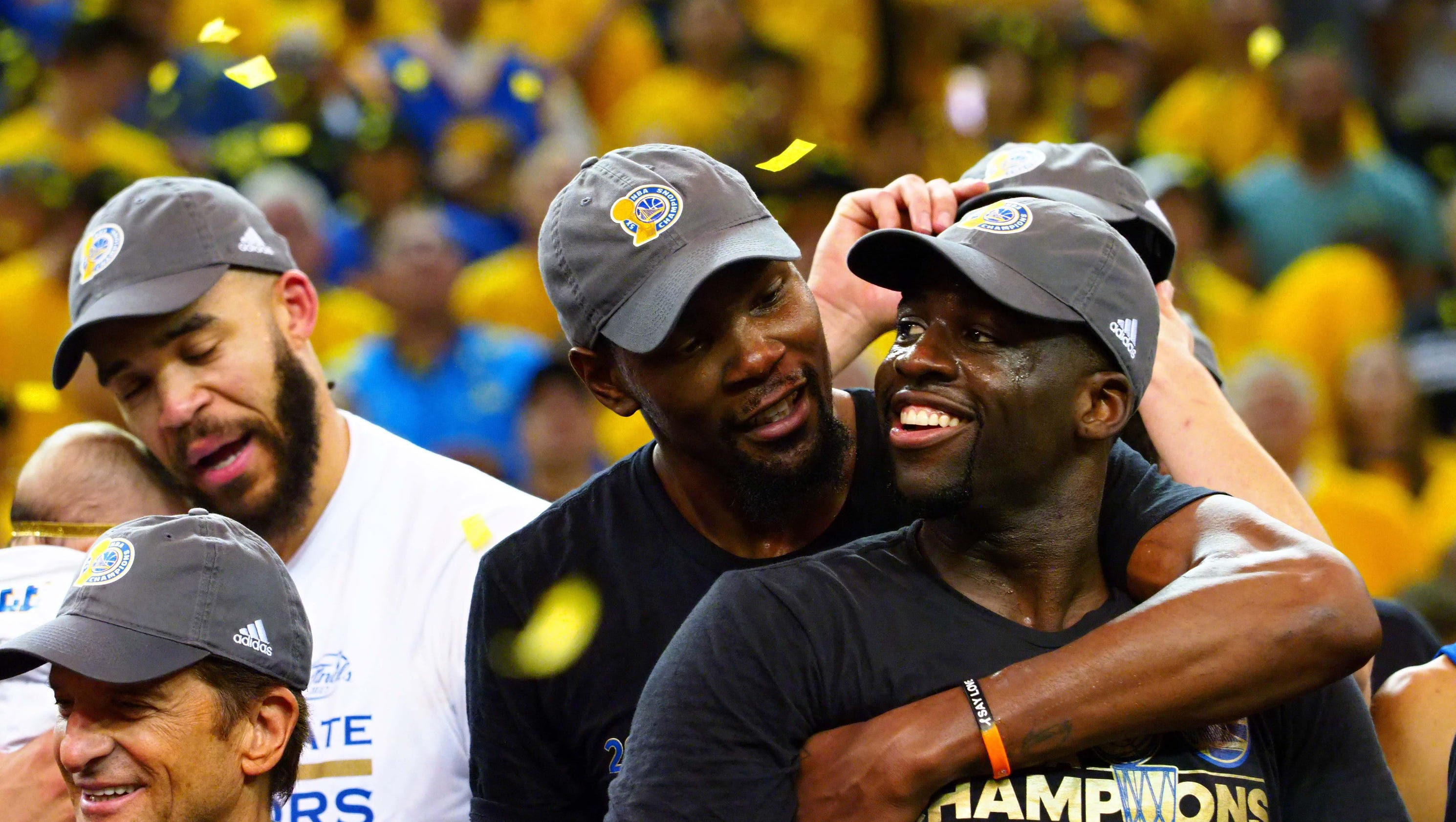 'NBA 2K' glitch has Green sitting on Durant's lap