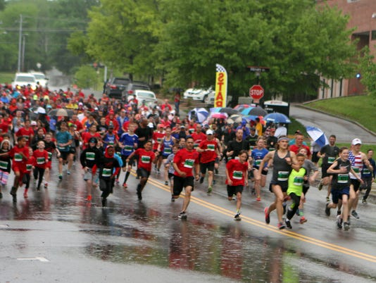 636611311780466099-An-estimated-1-200-runners-participated-in-this-year-s-Queen-City-Road-Race.JPG