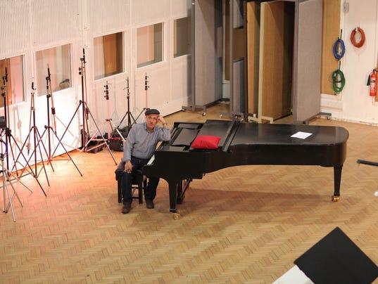 635971929057356924-dan-yessian-abbey-road-piano-full.jpg