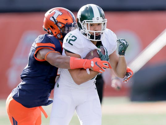 Illinois LB Dele' Harding tackles Michigan State's R.J. Shelton (image via News & Observer)