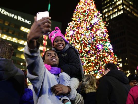 636144922981053676-112015-detroit-tree-lightin.jpg