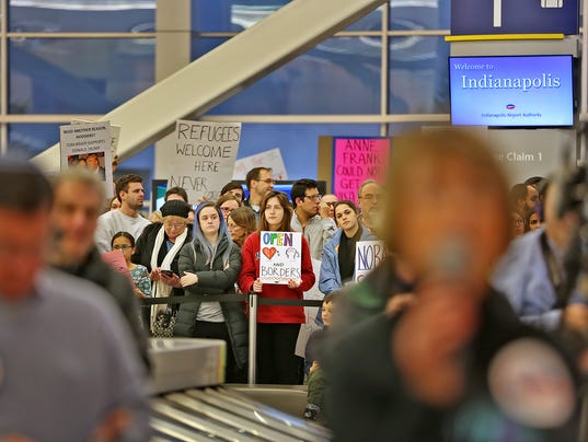 636213176679694368-AirportProtest-KW-026.JPG