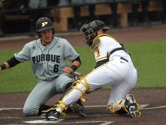 636259760596163177-IOW-0325-Iowa-vs-Purdue-baseball-02.jpg