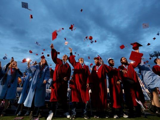 636434292464333138-Graduation-South-ar-01.JPG