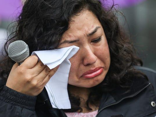636601836023487825-Prayer-vigil-Erika-Fierro-JRW02.JPG