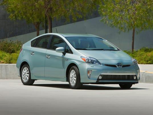 635496866847180281-2012-Toyota-Prius-Plugin-024