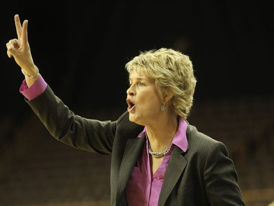 635490947022568057-IOW-0109-Iowa-WBB-vs-Minnesota-15