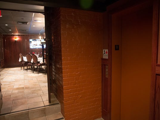 Man Cave Knoxville : Peyton manning s man cave in indy was st elmo steak house