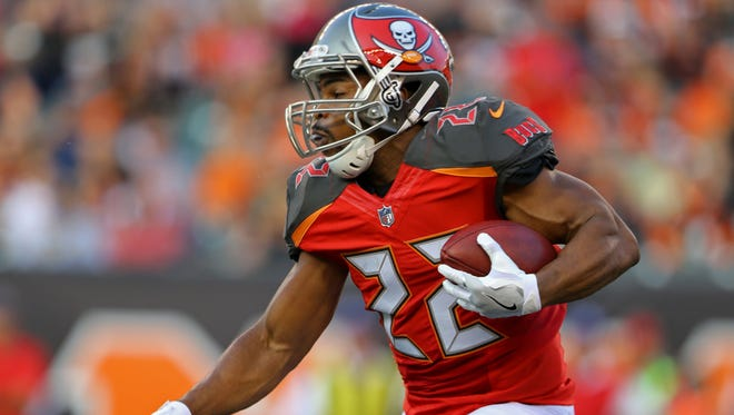 Tampa Bay Buccaneers running back Doug Martin (22) carries the ball against the Cincinnati Bengals in the first half at Paul Brown Stadium.