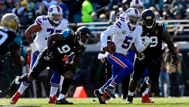 Jan 7, 2018; Jacksonville, FL, USA; Buffalo Bills quarterback Tyrod Taylor (5) runs the ball during the first quarter against Jacksonville Jaguars defensive end Yannick Ngakoue (91) in the AFC Wild Card playoff football game at EverBank Field. Mandatory Credit: Tommy Gilligan-USA TODAY Sports