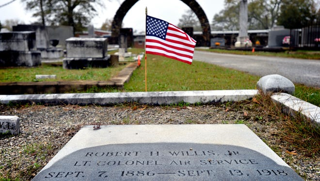 The grave site of Robert H. Willis, Jr., a Lt. Colonel in the Air Force, in Simpsonville on Nov. 10, 2015.