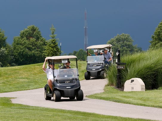 Storms force the evacuation of golfers from the Kampen