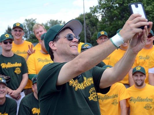 rich robinson selfie