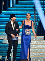 Kristian Bush and Jennifer Nettles of Sugarland introduce