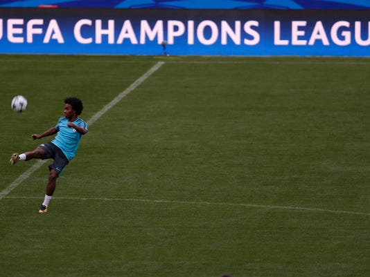 Chelsea's Willian shoots the ball during a media opportunity at the Metropolitano stadium in Madrid, Tuesday, Sept. 26, 2017.  Atletico Madrid will play a Champions League Group C soccer match with Chelsea on Wednesday 27. (AP Photo/Francisco Seco)