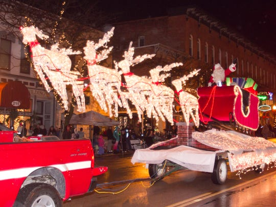 Santa pulls up to the historic Livingston County Courthouse