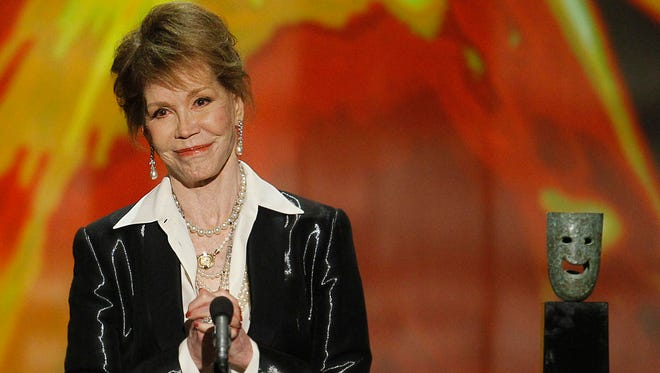 Mary Tyler Moore accepts her Lifetime Achievement Screen Actors Guild award during the 18th Annual Screen Actors Guild Awards show on Jan. 29, 2012 at The Shrine Auditorium in Los Angeles, Calif. (Robert Gauthier/Los Angeles Times/TNS)