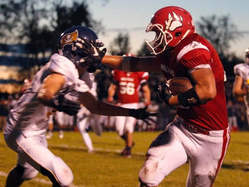 Laingsburg's Dan Harkness, right, gets away from a Pewamo-Westphalia defender for a touchdown on a pass reception Friday, Oct. 9, 2015, in Laingsburg, Mich. Pewamo-Westphalia won 50-7.