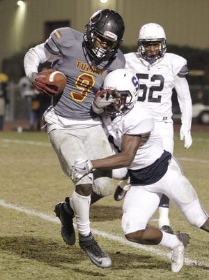 Tulare Union's Emoryie Edwards catches a long pass against Sunnyside during a Division II quarterfinal high school football game held in Tulare, Calif., Friday, Nov. 18, 2016. Edwards was named the 2016 East Yosemite League co-offensive player of the year.