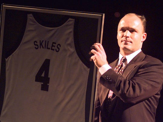 Former Michigan State standout Scott Skiles holds his framed jersey at the Breslin Center in East Lansing on Oct. 15, 1998.