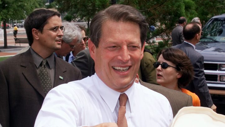 Al Gore campaigns in Atlanta during the 2000 presidential