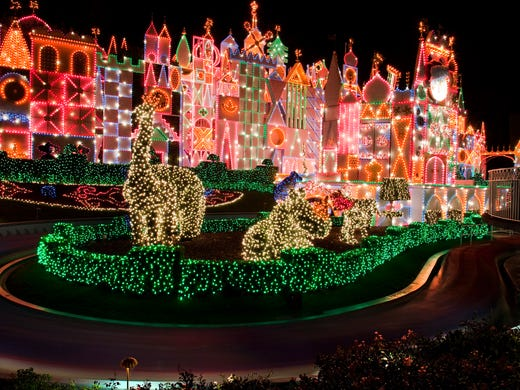 HOLIDAYS AT THE DISNEYLAND RESORT (ANAHEIM, Calif.)