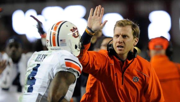 Auburn offensive coordinator Rhett Lashlee gives Auburn