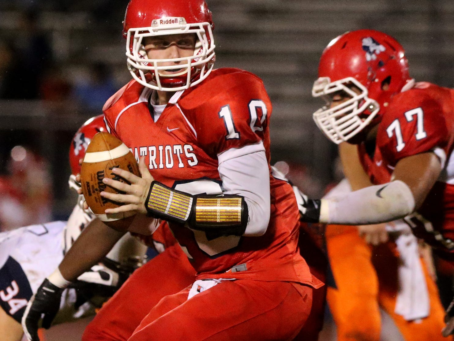Oakland's quarterback Brendan Matthews looks fora player to hand the ball off to during the playoff game against William Blount, at Oakland, on Friday Nov. 6, 2015.