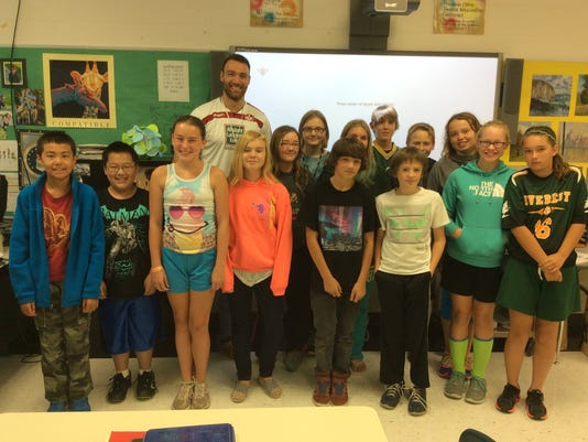 635852133749343743-SSgt-Archiquette-with-Seventh-Grade-students.JPG