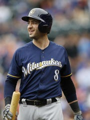 Milwaukee Brewers Ryan Braun (8) looks to the outfield