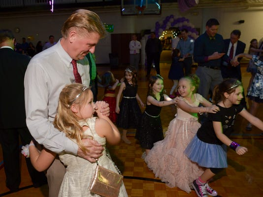 636527501731071829-20180127-father-daughter-dance-020.JPG
