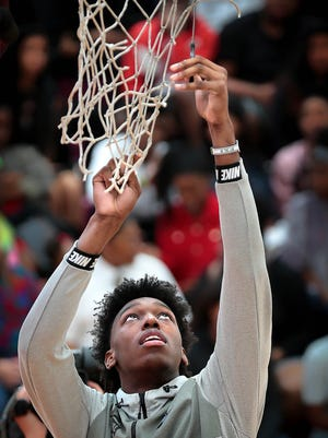 Top-ranked 2019 recruit James Wiseman has committed to the Memphis Tigers.