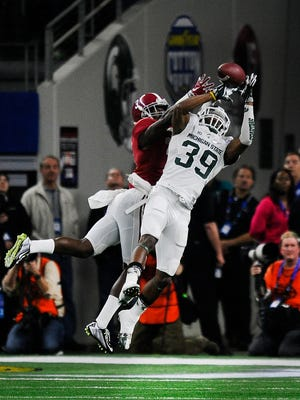 Michigan State's Jermaine Edmondson breaks up a pass intended for Alabama's Calvin Ridley in the second quarter.