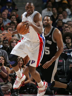 Theo Ratliff of the Detroit Pistons dribbles against the San Antonio Spurs on March 14, 2008, at the Palace of Auburn Hills.