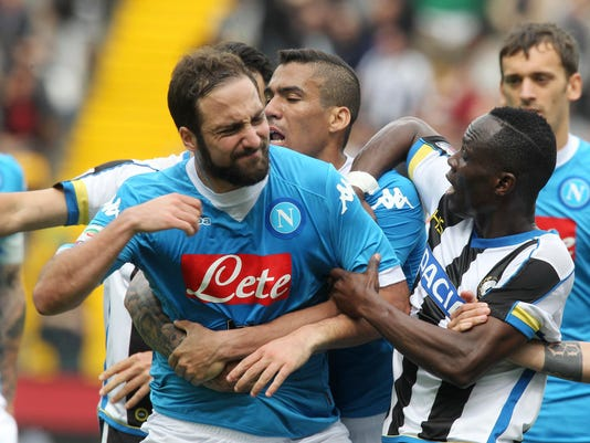 Napoli's Gonzalo Higuain, center, argues with Udinese's Emmanuel Badu, right, during a Serie A soccer match between Udinese and Napoli at the Friuli stadium, in Udine, Italy, Sunday, 3 April 2016. (Lancia/ANSA via AP)